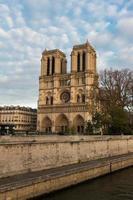 a catedral notre dame, paris, frança. foto