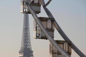 perspectiva parisiense ao pôr do sol foto