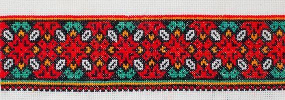 padrão de ponto de cruz bordado. ornamento étnico ucraniano foto
