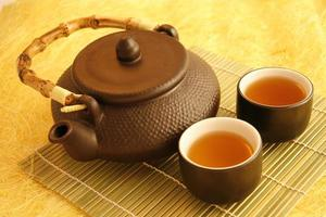 bule de chá chinês com copos foto