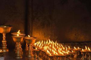 velas no templo em kathmandu