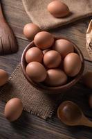 ovos marrons frescos