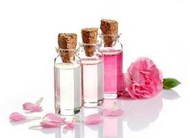 frascos de óleos essenciais de spa foto