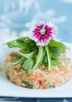 tartare de salmão foto