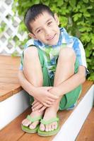 retrato de verão menino sorridente foto
