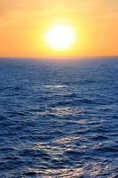 pôr do sol sobre o Caribe foto