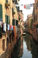 vista de Veneza com canal e edifícios antigos, Itália foto