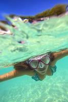 retrato subaquático de uma mulher yong foto