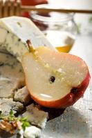 pêra fresca com queijo azul foto