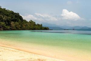 praia de koh wai foto