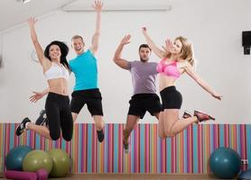 equipe de atletas feliz e sorridente