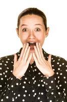mulher caucasiana surpresa foto