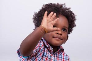 retrato de um menino americano africano foto