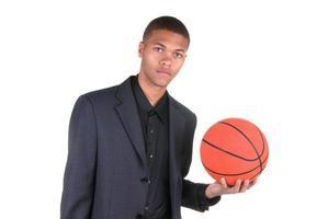 jogador de bola de basquete americano africano foto
