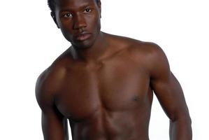 jovem homem afro-americano