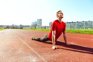 aquecimento e alongamento do atleta foto