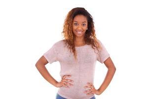 feliz jovem afro-americano isolado no fundo branco - blac foto