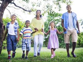 conceito de atividade de férias de férias de felicidade de família africana foto