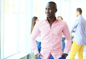 retrato de homem de negócios americano africano a sorrir
