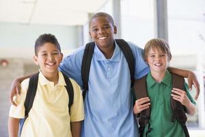 grupo de amigos da escola primária foto
