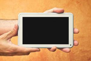 mãos com computador tablet