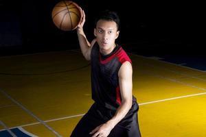 jogador de basquete asiático foto