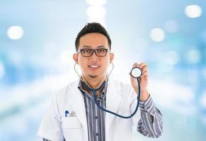 médico asiático foto