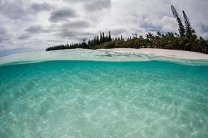 ilha do pacífico sul e areia branca