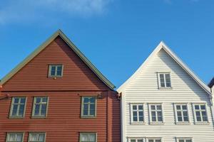 edifícios históricos de bryggen na cidade de bergen, noruega foto