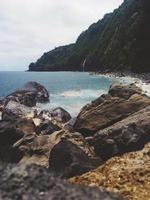 waipio vale cachoeira rochas oceano natureza paisagem