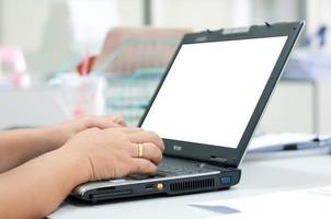 close-up de digitar mulheres de negócios foto