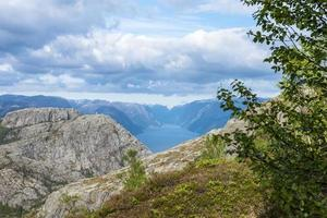 lysefjorden vista da rocha do púlpito na Noruega foto