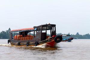 barco de turismo asiático foto