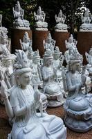 estátua de mármore asiática foto