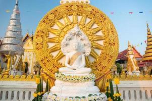 Buda sentado asiático foto