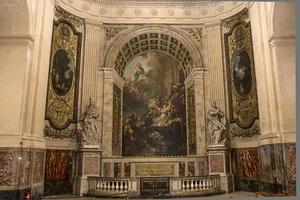 interiores e detalhes da igreja de saint roch, paris, frança foto
