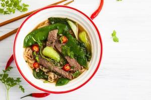 sopa de carne picante asiática