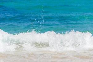 oceano e fundo de praia tropical foto