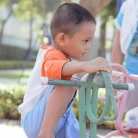 garoto asiático foto