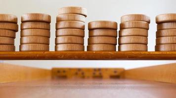 jogo de tabuleiro de madeira holandês típico - sjoelen foto