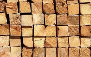 tábuas de madeira em um armazém foto