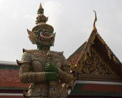 estátua asiática foto