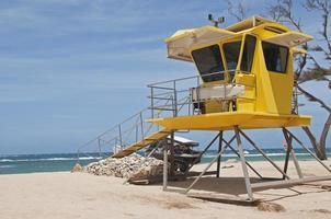 estação de resgate na praia em maui foto
