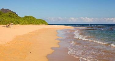 praia de maha'ulepu em kauai foto