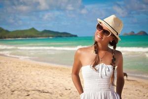 menina bonita relaxante de férias