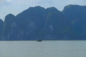 cat ba ilhas e formações rochosas vietnã foto