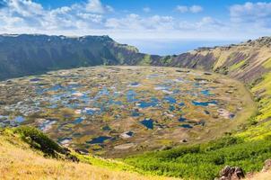vulcão rano kau, ilha de páscoa (chile)