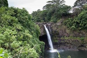 eua - havaí - ilha grande, arco-íris cai