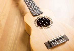 ukulele de madeira