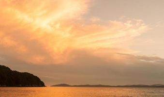 céu mar do japão foto